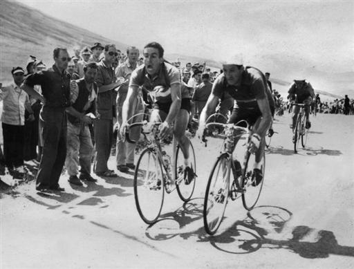 raphad0bbl-geminiani-and-gino-bartali-sprint-for-the-21st-stage-victory-at-the-1952-tour-de-france