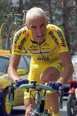 stefano-garzelli-mercatone-uno-on-his-way-to-gaining-the-pink-jersey-2000