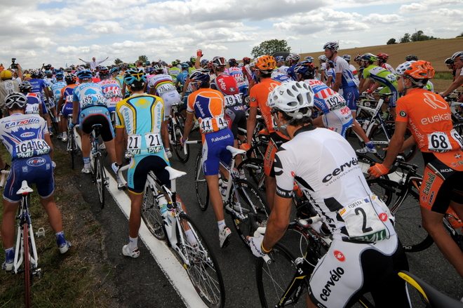 CYCLING-FRA-TDF-2009-VATAN-SAINT-FARGEAU-FALL-PRUDHOMME