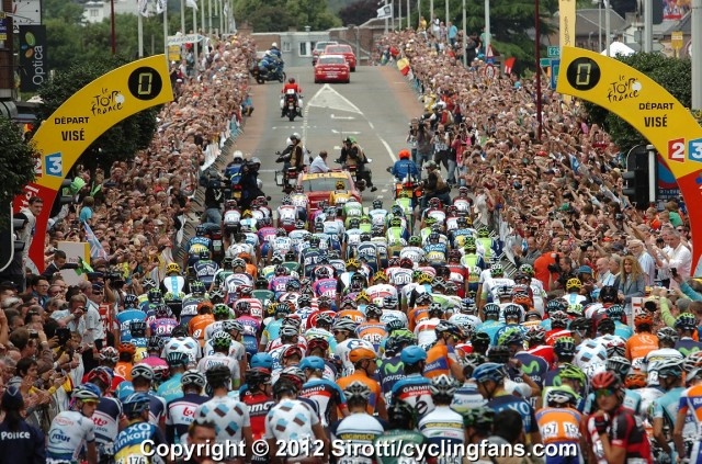 2012_tour_de_france_stage2_vise_peloton_depart2