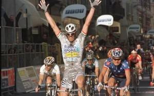 Чиполлини продемонстрировал победный жест в 2002-м