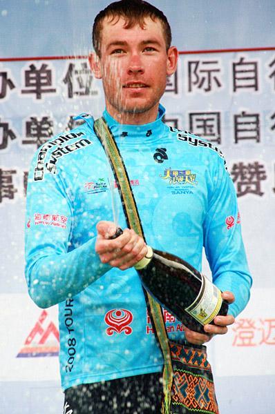 Дмитрий Груздев в майке лучшего азиатского гонщика на Туре Хайнаня