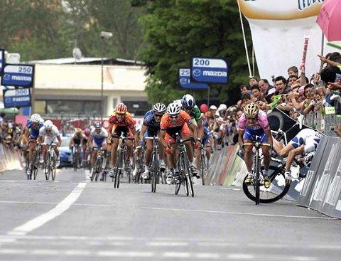 Падение Кука на 4-м этапе Джиро 2005