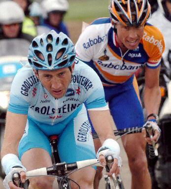 amstel26davide-rebellin-gerolsteiner-leads-michael-boogerd-2004