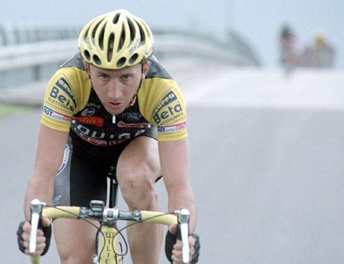 davide-rebellin-breaks-away-from-the-bunch2001