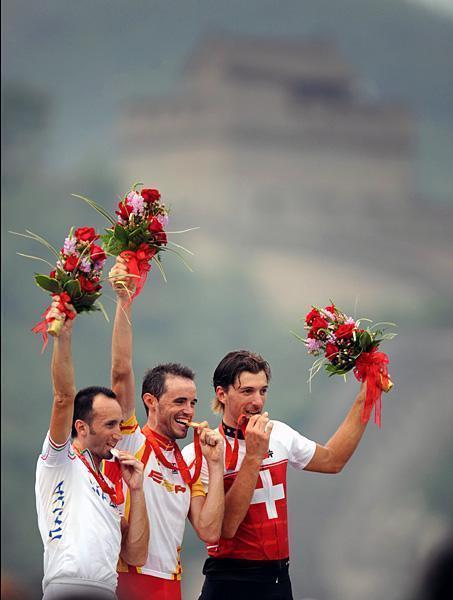 sd0b1nchez-tops-the-podium-with-davide-rebellin-l