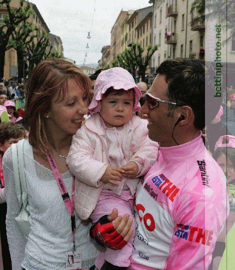 gilberto-simoni-con-la-figlia-sofia-e-arianna-2004