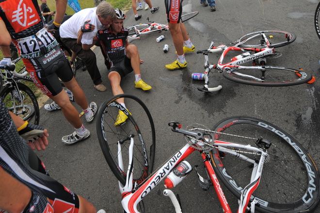 CYCLING-FRA-TDF-2009-VATAN-SAINT-FARGEAU-FALL-ROJAS