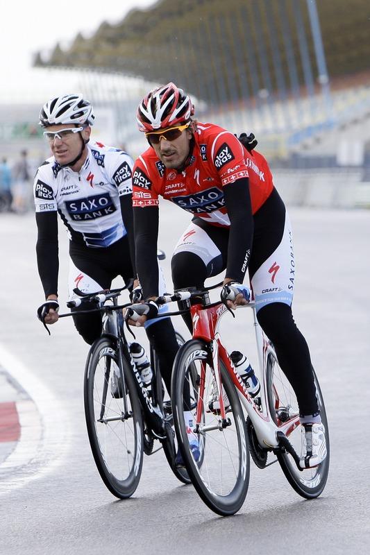 Олимпийский чемпион, лучший раздельщик мира Фабиан Канчеллара вместе с товарищем по команде Стю О'Грейди
