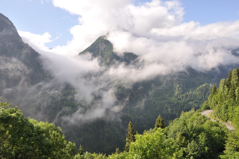 Тур Швейцарии - по дороге с облаками
