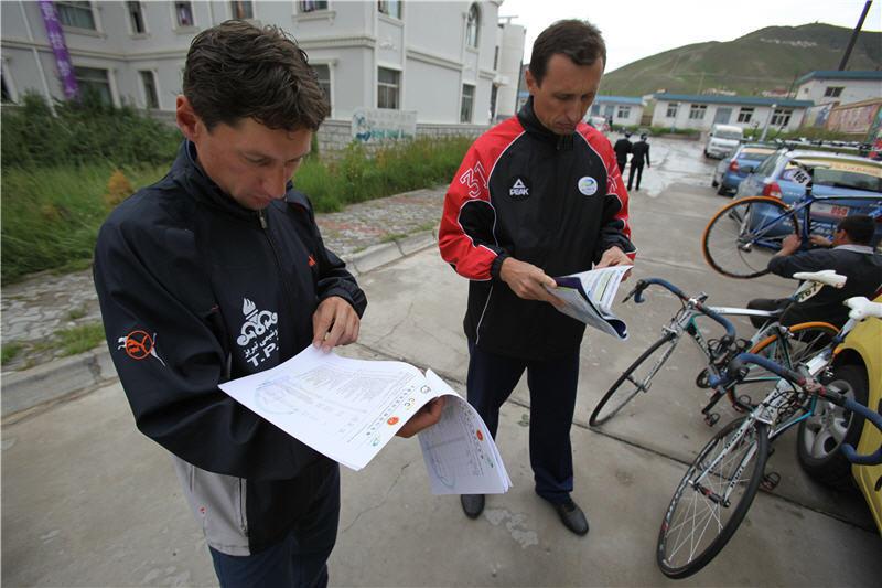 Надобенко и Мизуров обсуждают планы на гонку