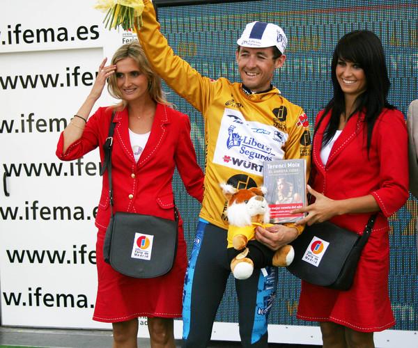 осенью 2005 года Эрас в четвертый раз стал победителем Вуэльты, но затем был обвинен в употреблении ЭПО и уволен из команды