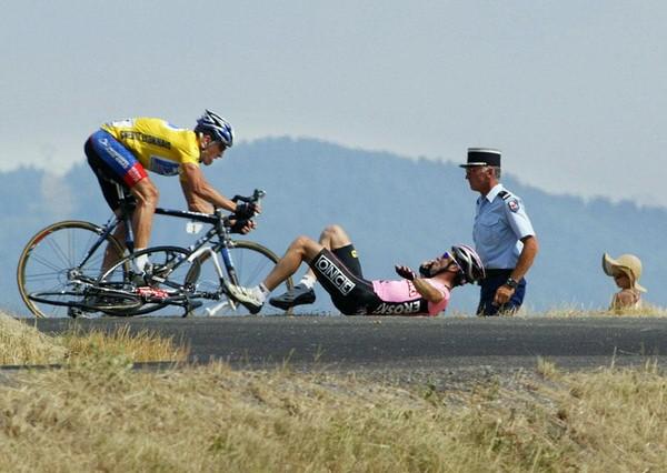 падение Белоки фактически сломало его карьеру, смотреть вживую на стонущего гонщика было реально страшно
