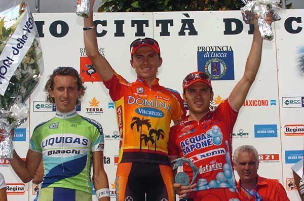 Максим Иглинский (Domina Vacanze), Франко Пеллицотти (Liquigas-Bianchi) и Ринальдо Ночентини (Acqua & Sapone-Adria Mobil). Гран-При Камайоре, 2005 год.