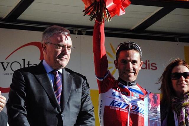 Хоаким Родригез - победитель Ворлд Тур 2012 с главой Международного Союза Велосипедистов - Патом Маквейдом