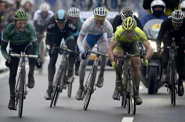 Финишный спринт. Все фото Roberto Bettini