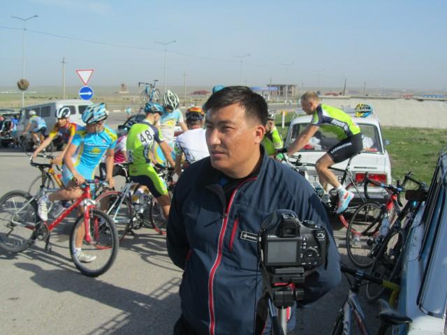 Интервью для телеканала Отырар дает Муратбеков Руслан, тренер КЗО