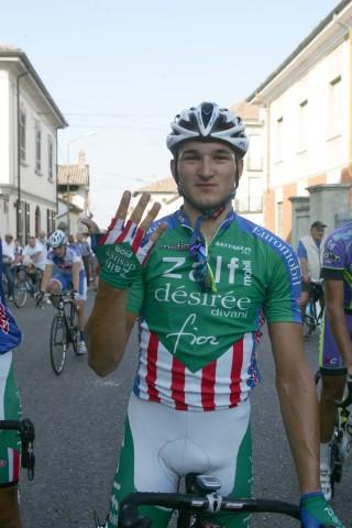 02-04.10.2011-Foto-Pisoni-Molino-dei-Torti-il-vincitore-Marco-Benfatto-indica-5-il-nr-delle-sue-vittorie