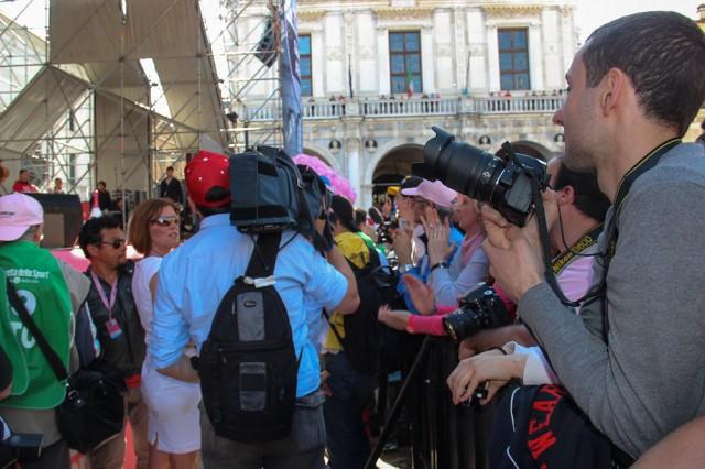 Фоторепортеры скопились