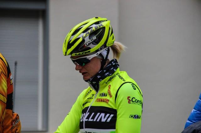 Гонщица Anna Zita Maria Stricker из команды Cipollini Giordana Galassia пришла поддержать гонщиков