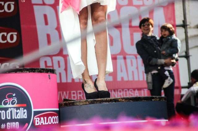 giro-2013-podium-girls-02-Adeke-Izzo2