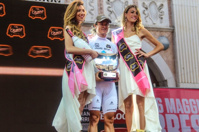 giro-2013-podium-girls-07
