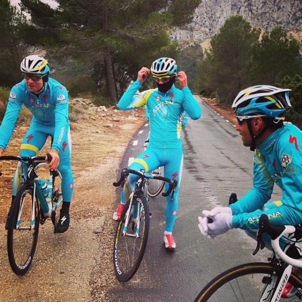 Танел Кангерт, Франческо Гавацци и Винченцо Нибали на сборах в Кальпе - фото с твиттера команды