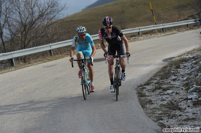 Тиррено-Адриатико 2014, 4 этап. Микеле Скарпони атакует вместе с Кизерловски. Photo: www.steephill.tv