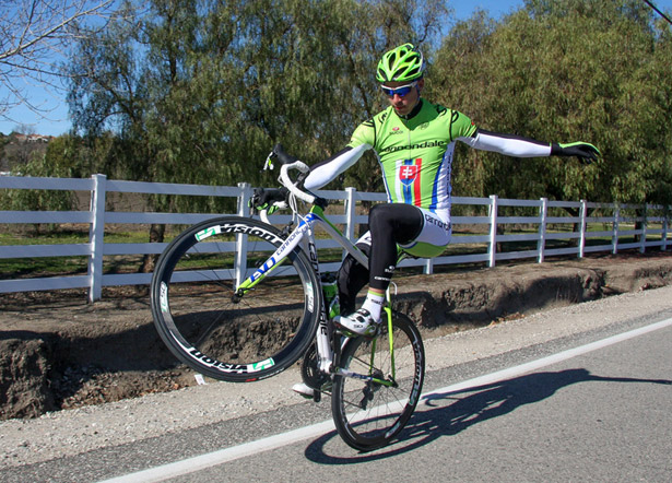 Саган репетирует финиш. Photo by Jason Sumner from Bicycling.com