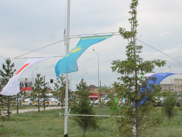 Государственный флаг РК поднимается в честь победительницы гонки Екатирины Юрайтис.