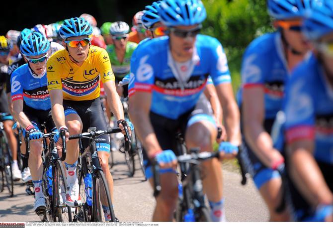Гармин Шарп тренируется работать на лидера, в данном случае на Рохана Денниса в желтом. Photo: © Tim de Waele/TDW Sport