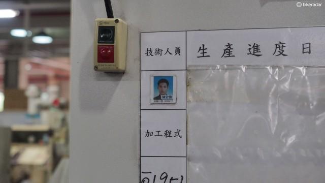 На каждом станке есть фото его оператора. Это способствует чувству собственности и делает процесс производства каким-то более человечным
