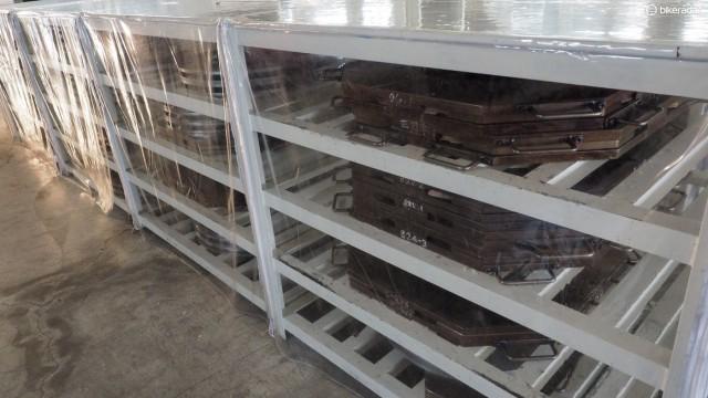 Даже скромное дневное производство в 60 ободьев требует много отдельных форм, а формы дорогие
