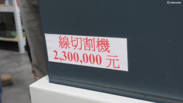 Совладелец компании Дуглас Чианг (Douglas Chiang) любит напомнить работникам, насколько дорого стоит оборудование для производства. Это тонкий намек, что это не бесплатное оборудование и должно правильно использоваться и обслуживаться