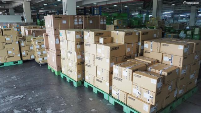 После того, как все сказано и сделано, компоненты отправляются OEM и Retail дистрибьюторам