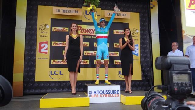 Победитель 19-го этапа Тур де Франс 2015 Винченцо Нибали
