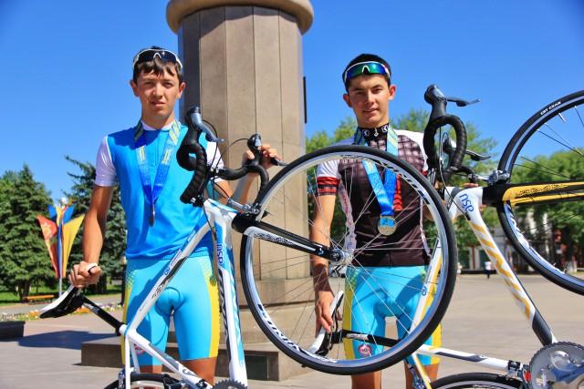 Чемпионы РК: Асылхан Турар и Динмухаммед Улысбаев