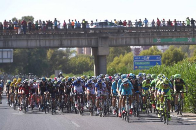 The peloton takes on the closing kilometres (Tim de Waele/TDWSport.com)