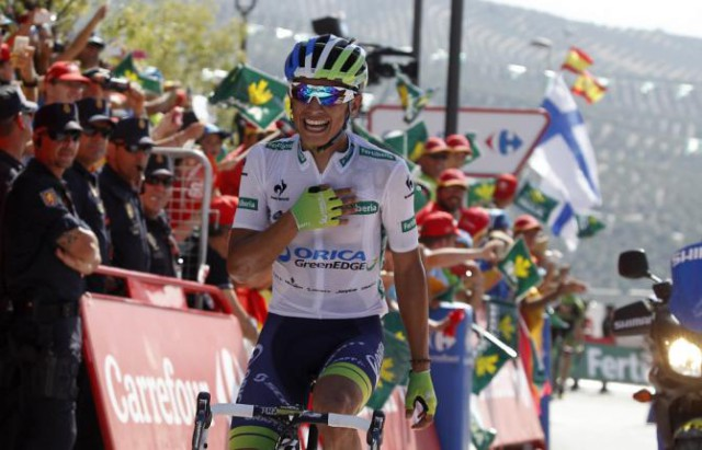 Estaban Chaves wins stage 6 of the 2015 Vuelta a Espana and reclaims the overall lead. (Getty Images Sport)