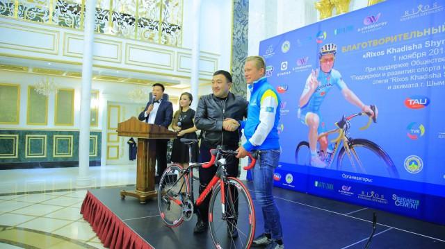 Покупатель самого дорогого лота - он отдал за велосипед 1 миллион 650 тысяч тенге.