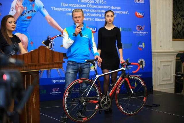 Александр рассказывает про карбоновый велосипед VINO