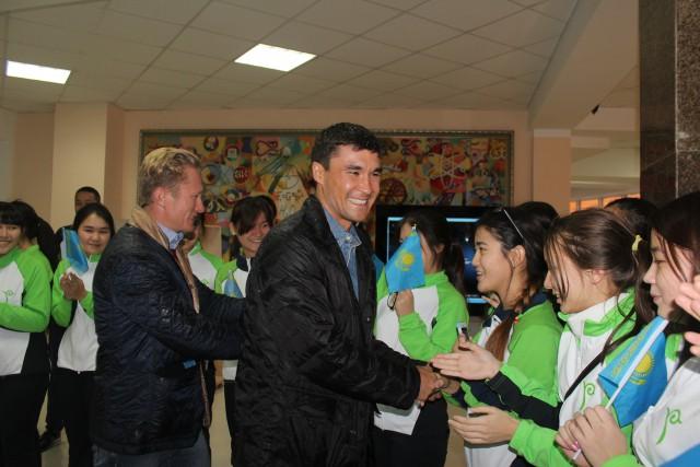 Школьники встречают олимпийских чемпионов в Назарбаев Интеллектуальной Школе