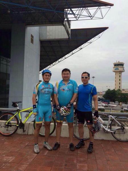 Мы с главным велолюбителем - г-ном Минь. Он обычно ведет наш пелетон