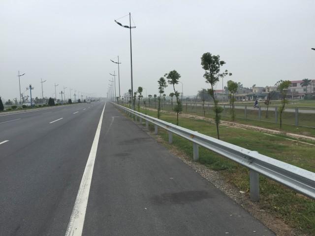 Новая трасса до аэропорта. Справа немного видна дополнительная трасса для мотоциклов