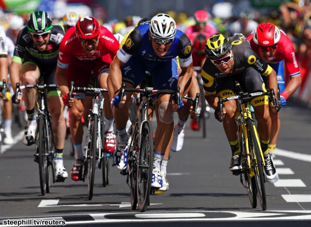 Cycling - Tour de France cycling race - The 237.5 km (147.5 miles) Stage 4 from Saumur to Limoges, France - 05/07/2016 - Etixx-Quickstep rider Marcel Kittel of Germany (C) wins on finish line.   REUTERS/Jean-Paul Pelissier   - RTX2JTHC