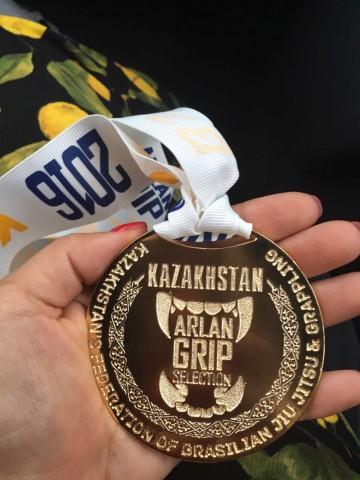 Золотая медаль турнира Arlan Grip